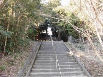 日向市東郷町3 羽坂神社 参道階段4.jpg