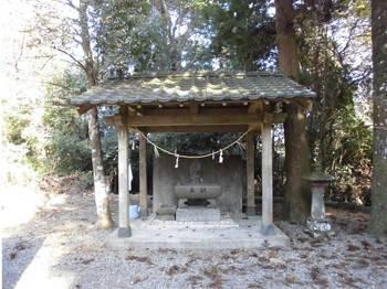 日向市東郷町4 羽坂神社 手水舎.jpg