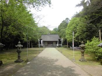 都城市6 挟野神社正面参道.jpg